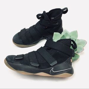 Youth sz 4 Nike zoom black suede